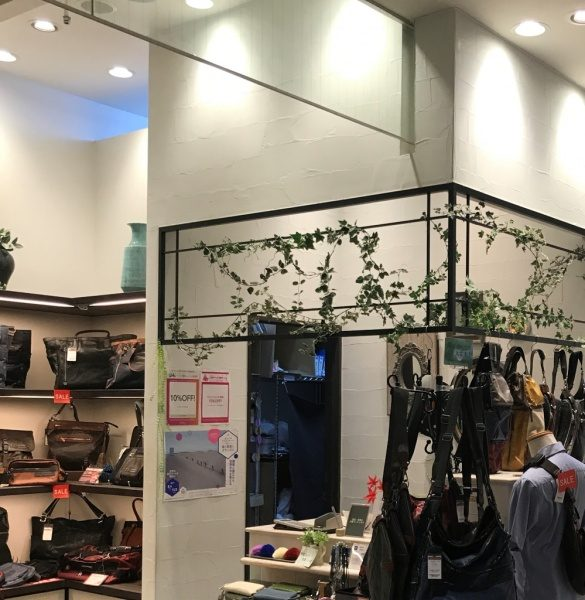バッグのお店で原田左官オリジナル仕上げ「ポリーブル」白 特注パターンを施工しました。