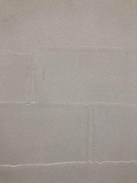 ポリーブルの白をタイル柄に塗り、仕上げています。柄が付くのにツルツルの表情が魅力です。