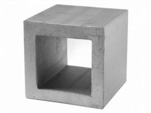 このブロックはいぶし瓦を作る技術を応用して作る有孔ブロック