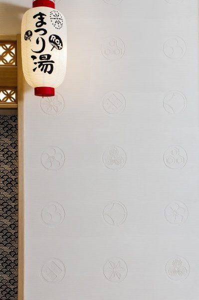 浅草ROXまつり湯エレベーターの壁の左官レリーフ