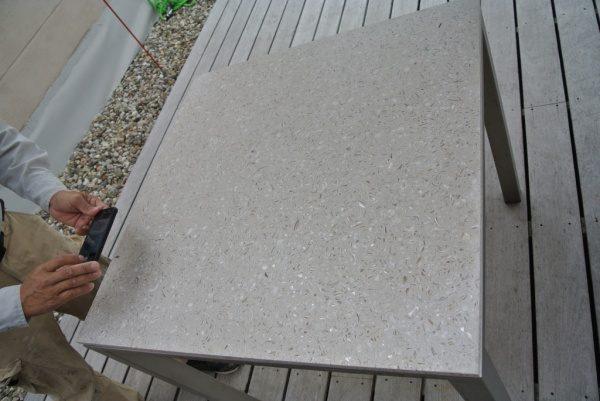 貝殻を使ったビールストーンのテーブル天板