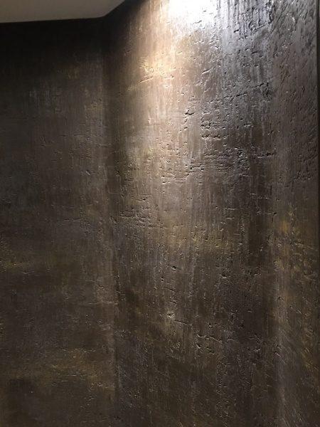 レストルームの壁は20年前に施工されたモールテックス
