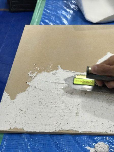 塗り付け後、研磨することでパールを表面に出します