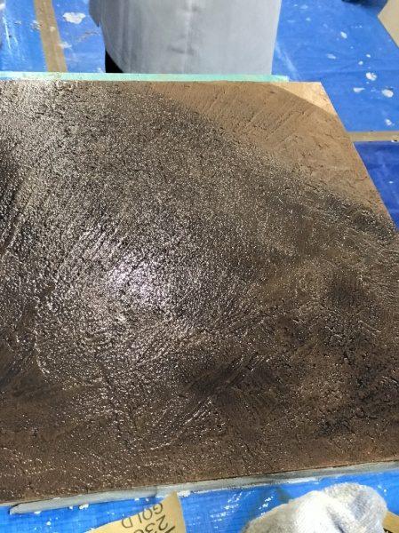 色を重ねることで古びた石のような肌を作ることが出来ます