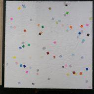 折り紙を混ぜたカラフルな漆喰