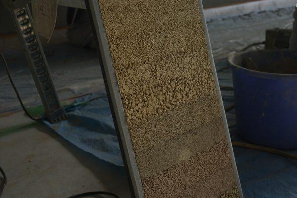 現場の土を混入して作成した見本板