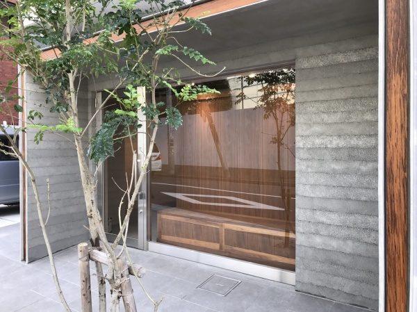 塗り版築仕上げ 古美術店入り口外壁に施工