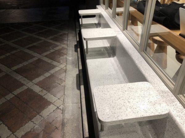 BEALSTONE サイドテーブルも研ぎ出しで施工しています。