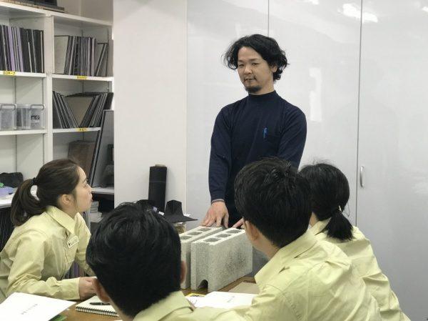 新人さん左官講習 講師横山栄一さん