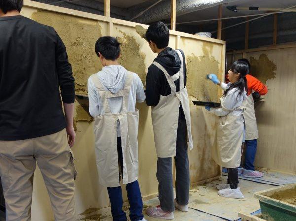 仙台の中学校 修学旅行で左官体験