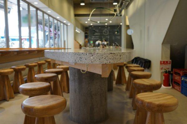 ビールストーン テーブルに施工