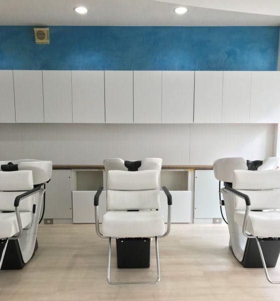 モールテックス ブルー 美容室の壁に施工