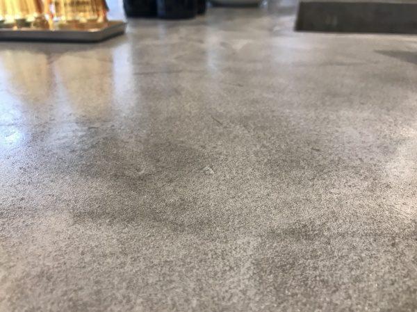 モールテックスグレー テーブル天板に施工