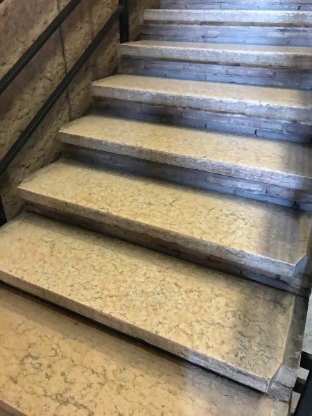 階段踏み石 大理石かイストリア石