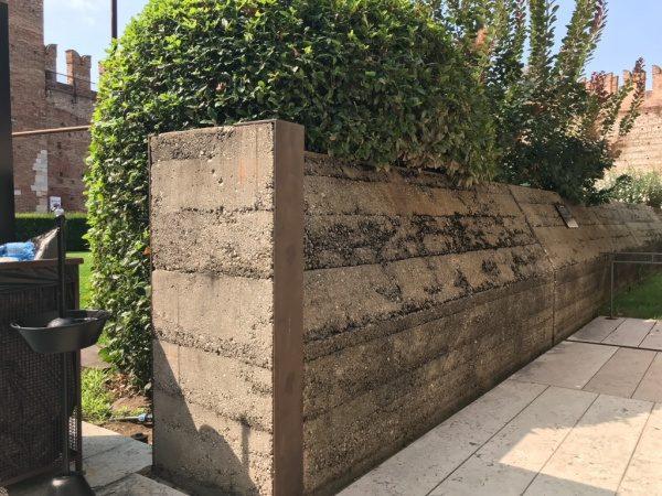 カステルベッキオ 版築調コンクリート