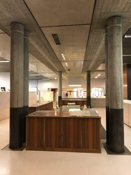ベローナ銀行 コンクリート柱