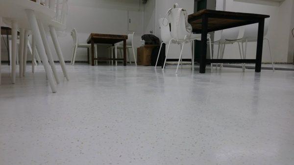 ビールストーン 床に施工 種石 カナリア1分5厘