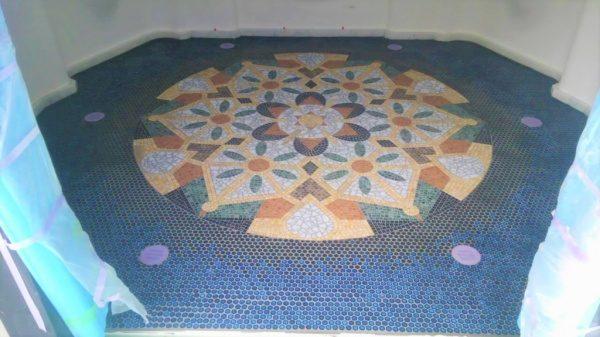 モザイクタイル 床デザイン張り