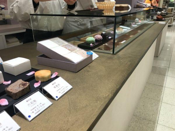 和菓子店のオルトレマテリアで施工したカウンターテーブル天板