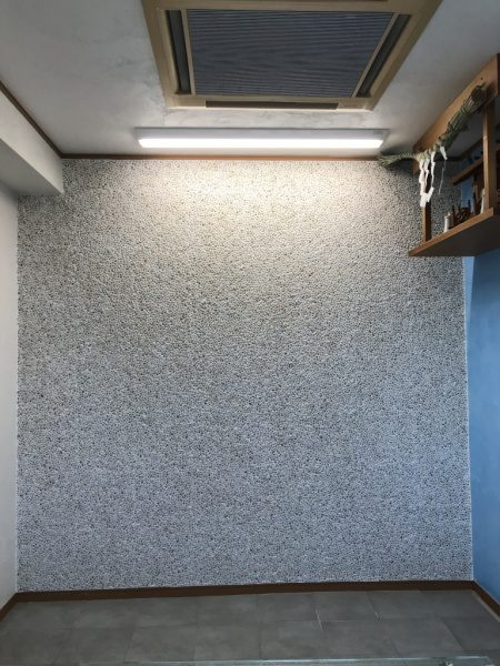 洗い出しネットストーンの壁施工完了