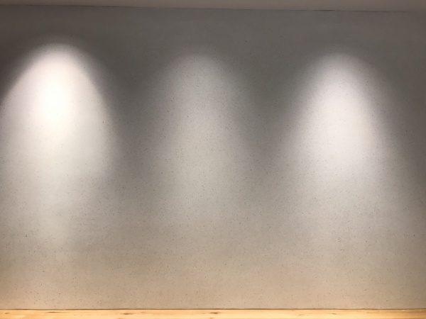 ビールストーンホワイトカラーチャート壁面