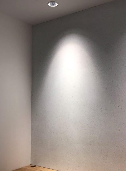 ビールストーンホワイトカラーチャート壁面、部屋の角の箇所