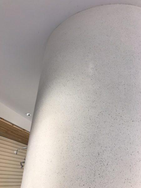 ビールストーンホワイトカラーチャート丸柱、柱の上部箇所