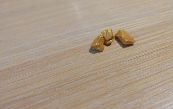 テラクリスタマジェスティックゴールド骨材