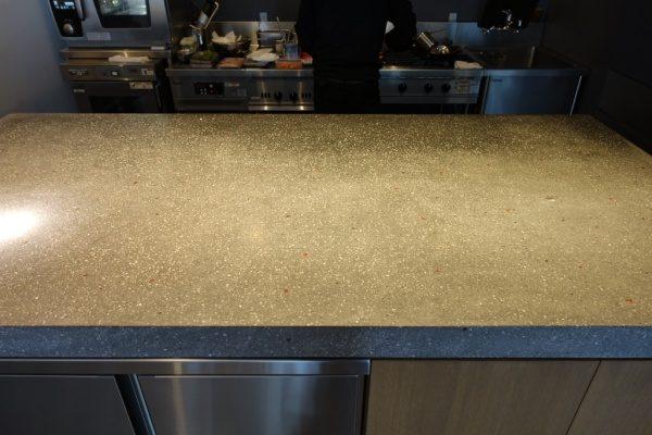 ビールストーンテラクリスタマジェスティックゴールドキッチン天板、神奈川県小田原mecimo、正面からのアングル
