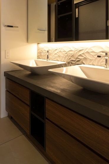 グレーのモールテックスで施工した洗面台シンクの天板