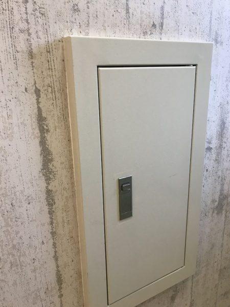 点検口と施工前の壁