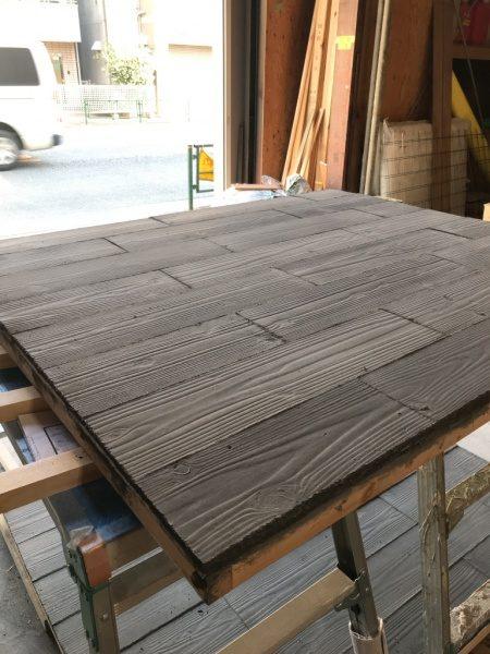 うづくり木目モルタルで施工したパネル、パネルは1200角以上の大判