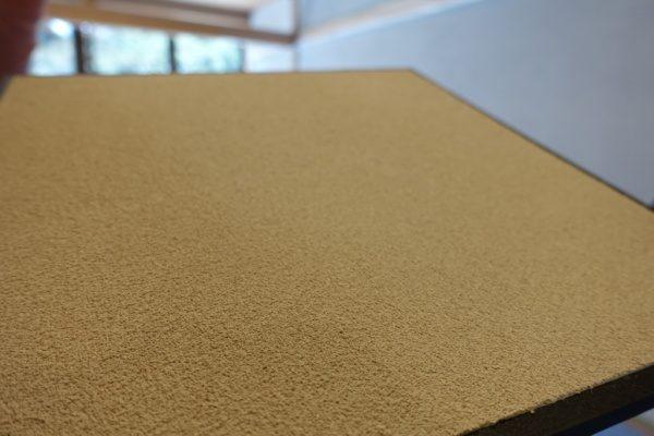珪藻土アレンジバージョンの仕上げ見本、斜めにして砂の肌の見せている画像