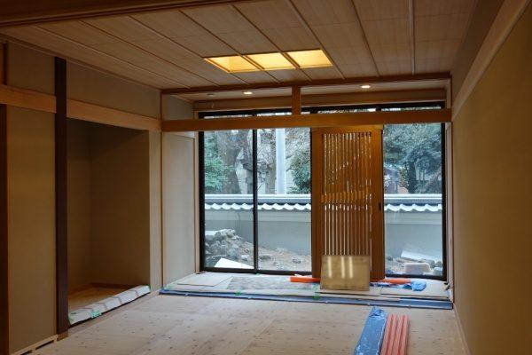珪藻土アレンジフラット仕上げの室内壁。施工完了した状態。右からのアングル