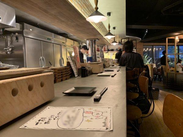 モールテックスグレーのカウンターテーブル。恵比寿の飲食店