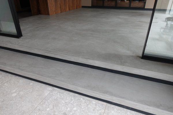 モールテックスグレーの床