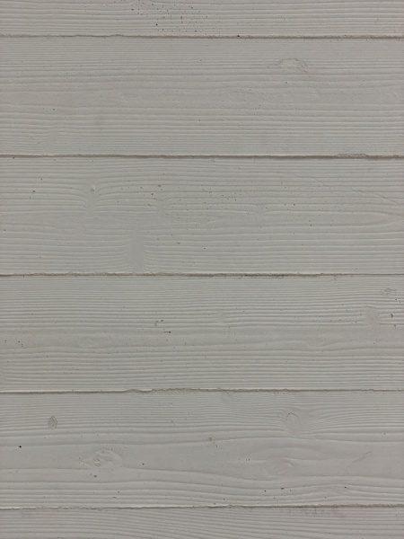 原田左官オリジナル仕上げのうづくり木目モルタル壁、白色