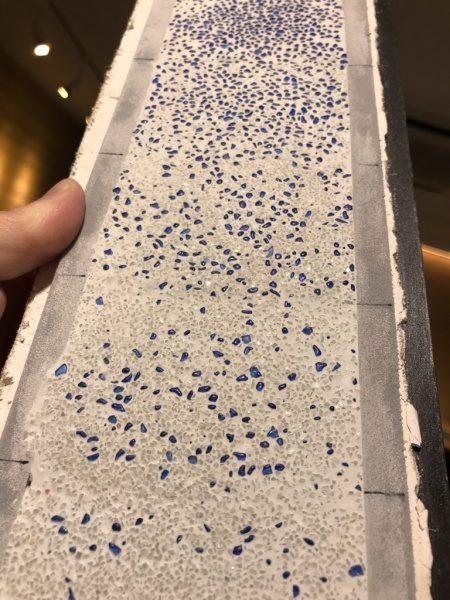 ドライウォッシュ青ガラスグラデーションの細長い見本