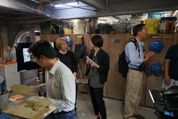 東京商工会議所企画で原田左官を取材中の外国人記者の方々
