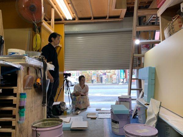 美術作家の植田志保さんと原田左官斎藤さん