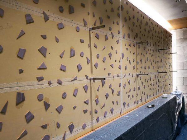木片貼った状態の壁