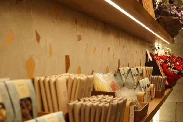 モラート(MORART)+木片の壁