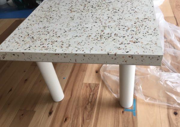 台湾洗い出しネットストーンを研ぎ出し仕上げしたロングテーブル