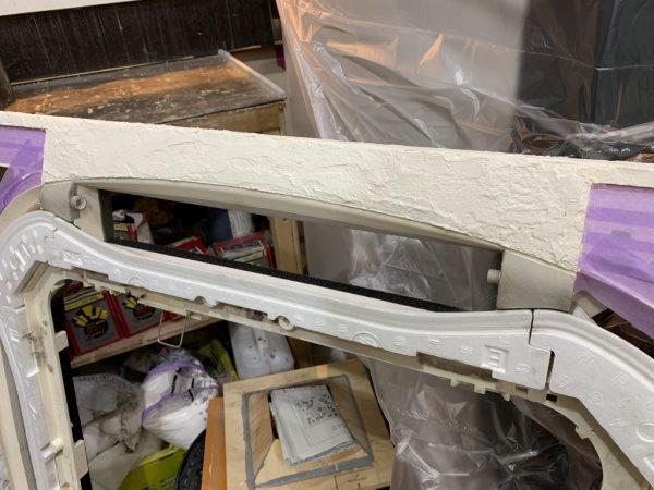 エアコンパーツに漆喰塗りで施工
