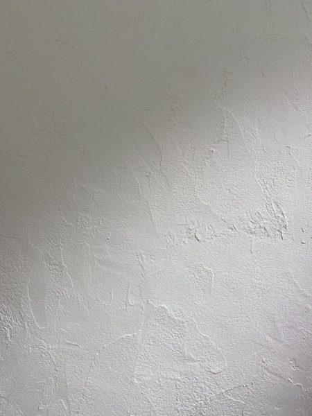 秋葉原マザーハウスe.。原田左官漆喰施工。漆喰仕上げの壁アップアングル
