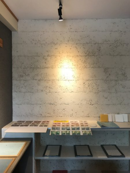 琉球石灰岩の壁。玉栄左官ショールーム