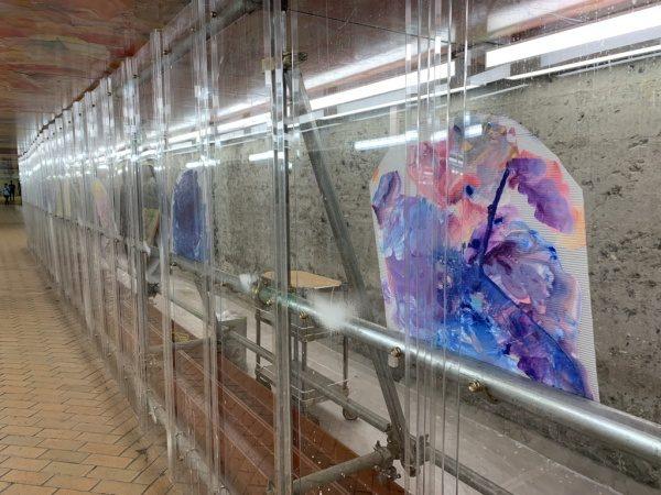 ウイロード再生工事中の透明な仮囲い
