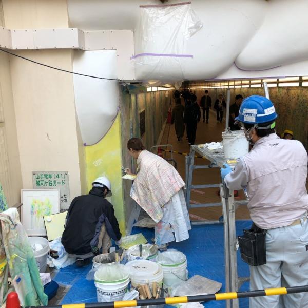 ウイロード再生事業。原田左官の漆喰施工と植田志保さんの通路製作