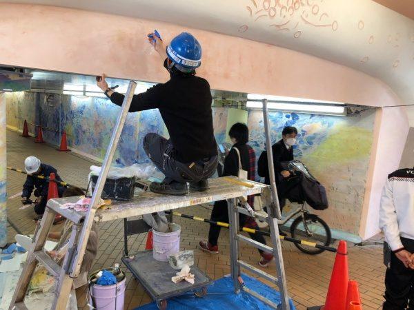 ウイロード再生事業。原田左官の漆喰施工、斎藤さん