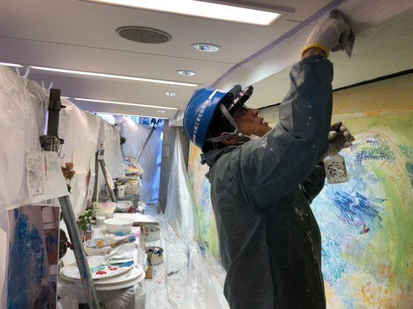 ウイロード再生事業。原田左官の漆喰施工、早川さん